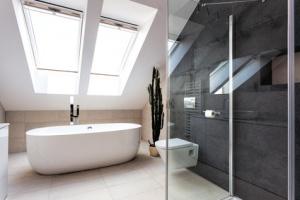 verstopften badewannen ablauf wieder freibekommen. Black Bedroom Furniture Sets. Home Design Ideas