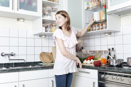 Die kleinen Helfer: Haushalts- und Küchenetiketten