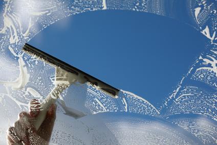 Fenster putzen ohne Streifen und Schlieren