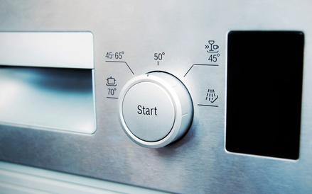 Geruch in der Spülmaschine beseitigen