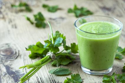 Gesunde grüne Smoothies mit Mixern wie Bianco und Co. herstellen