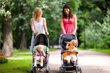 Kinderwagen mit Kunststoff- oder Lufträdern