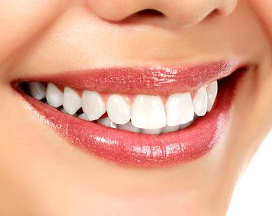 Pflege von festsitzendem und herausnehmbarem Zahnersatz