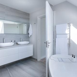 Schimmelflecken im Bad & Dusche entfernen