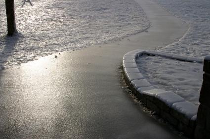 Schnee & Eis entfernen mit Salz