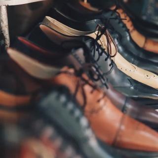 Schuhe zu eng - So kann man sie weiten
