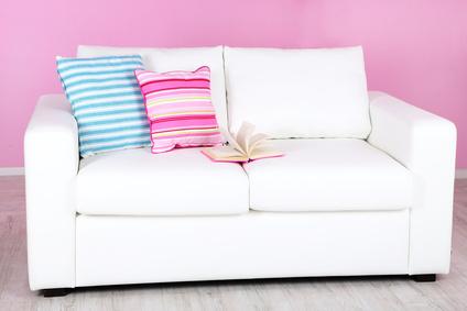 Sofa aus Mikrofaser richtig reinigen und pflegen